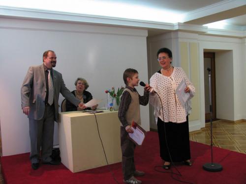 Вручение дипломов младшим участникам выставки.