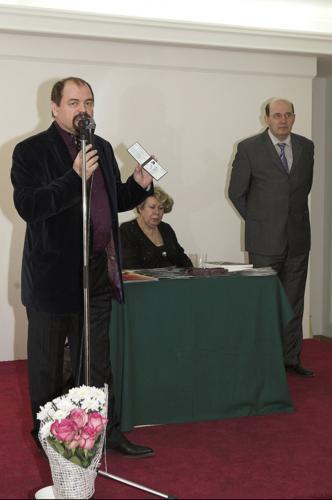 Председатель Молодежного объединения ТСХ России открывает выставку.
